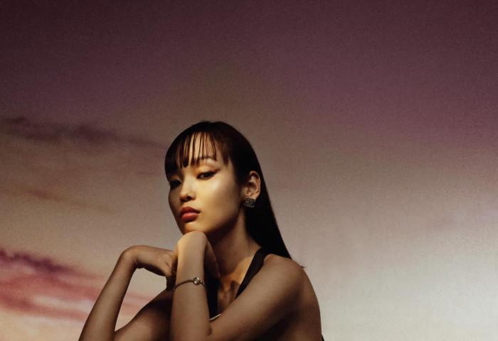Азийн топ модел О.Ариунзул Harper's Bazaar сэтгүүлийг чимлээ